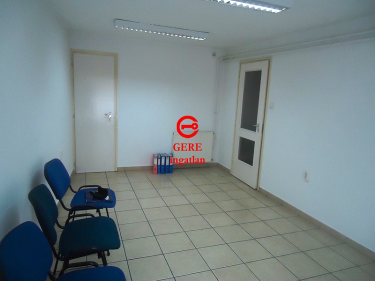 Zu vermieten Büro Vác Belvárostól 10 percre 21 m<sup>2</sup> 46 ezer Ft / hó