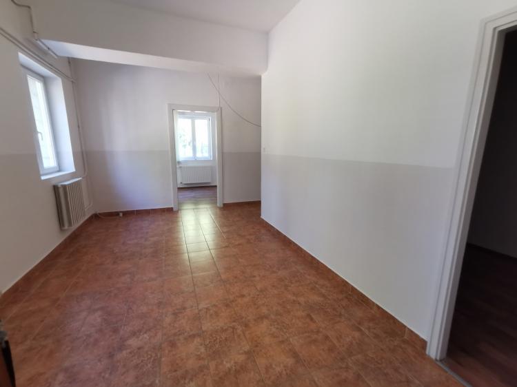 for rent office Balatonfűzfő  198 m<sup>2</sup> 580 ezer Ft / hó